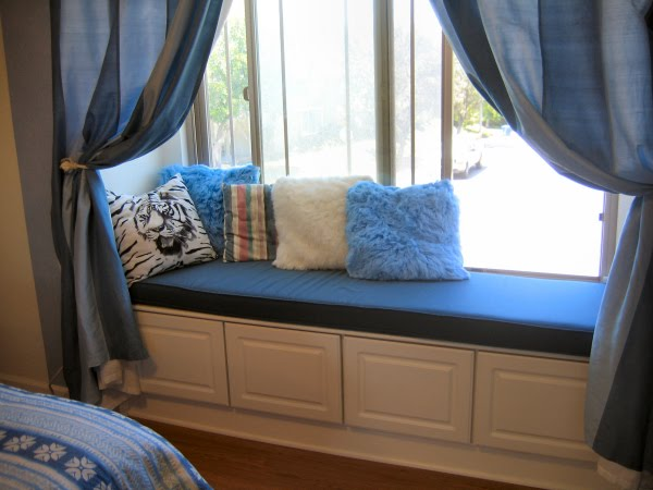 6 steps to make custom window seat cushions for Sitting window design