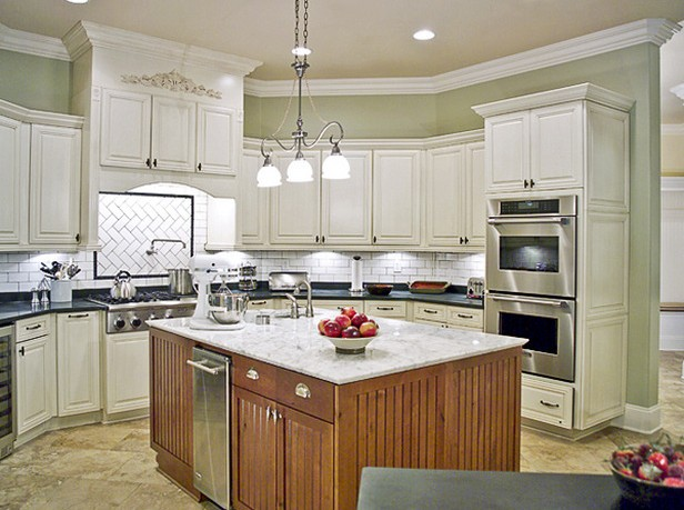 4 color choices to make over kitchen cabinet for Paint choices for kitchen cabinets