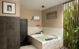 <b>Tips To Decorate Bedrooms With Bathtub</b>
