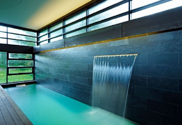 6 ideas to create wonderful modern indoor waterfalls for Blue water parts piscine