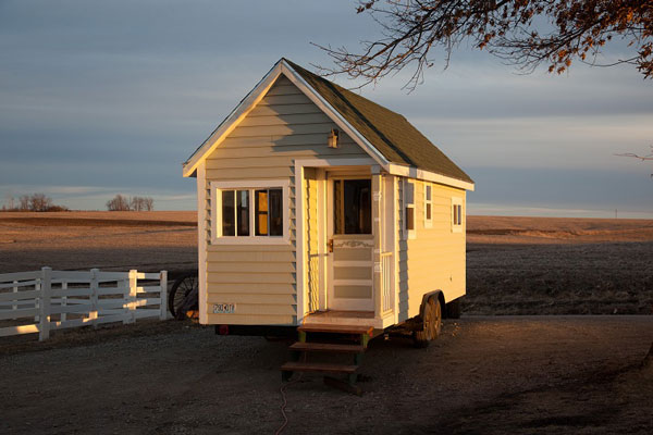 Strange Tips To Create Spacious Impression On Small Mobile House Largest Home Design Picture Inspirations Pitcheantrous