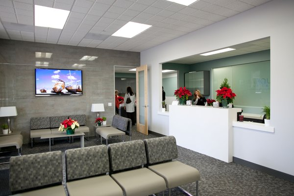 Tips To Decorate Modern Medical Clinics Information Room