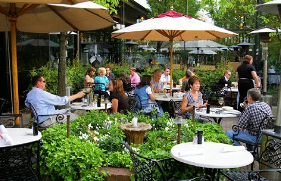 Tips to create unforgettable restaurant terrace design for Restaurant with terrace