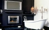 <b>Tips To Create Traditional Bathroom Designs With Black And White</b>