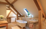 <b>Smart Traditional Small Bathroom Ideas for Fresh Days</b>