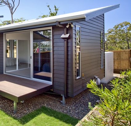 Modern weatherboard house design idea with glasses for Weatherboard house designs
