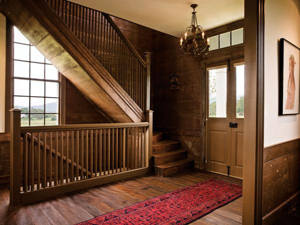 Old house dark interiors and the ancient style for Old home interior pictures